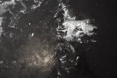 在表的面粉混乱在烘烤以后 免版税库存图片