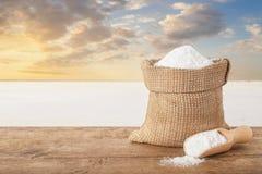 在袋子的盐在桌上 免版税图库摄影