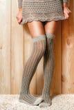 在袜子的女性脚 免版税库存照片