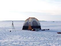 在被冰的湖的颜色帐篷 图库摄影