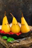 在被击碎的莓的水煮的梨,被提出作为鬼魂 库存图片