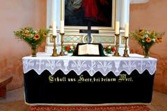 在被加强的中世纪撒克逊人的教会里面在Cincsor-Kleinschenk,锡比乌县 免版税图库摄影