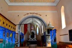 在被加强的中世纪撒克逊人的教会里面在Cinsor-Kleinschenk,锡比乌县 免版税图库摄影