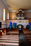 在被加强的中世纪撒克逊人的教会里面在Cinsor-Kleinschenk,锡比乌县 图库摄影