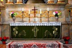 在被加强的中世纪教会里面在金巴夫(Weidenbach),特兰西瓦尼亚 库存图片