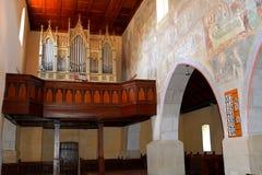 在被加强的中世纪教会里面在Malancrav,特兰西瓦尼亚 库存图片