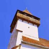 在被加强的撒克逊人的中世纪教会Homorod,特兰西瓦尼亚里耸立 库存照片