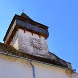 在被加强的撒克逊人的中世纪教会Homorod,特兰西瓦尼亚里耸立 库存图片
