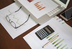 在被安置的铅笔上的企业图表概念财务图象现有量藏品 库存照片