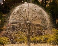 在被弄脏的背景的球形的喷泉 免版税图库摄影