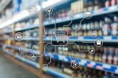 在被弄脏的超级市场背景的零售销售渠道电子商务购物自动化概念 免版税库存图片