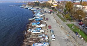 在被恢复的堤防附近的老渔码头在波摩莱,保加利亚 库存图片
