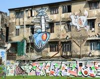 在被放弃的大厦的巨型街道画 免版税库存照片