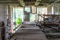 在被放弃的大厦的建筑工具 库存照片