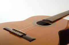 在被点燃的古典吉他之上 免版税库存照片