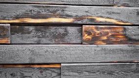 在被烧的房子平底锅照相机的墙壁 在被烧焦的地板上的Panormama在内部 股票录像