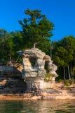 在被生动描述的岩石国家岸,苏必利尔湖畔的教堂岩石 图库摄影