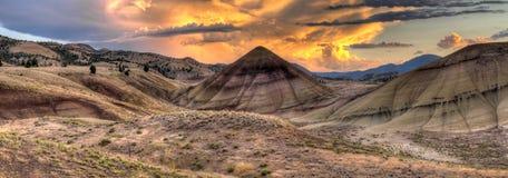 在被绘的日落的小山俄勒冈 图库摄影