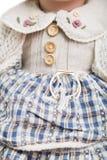 在被编织的老格子花呢披肩礼服的陶瓷瓷玩偶 库存照片