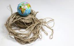 在被缠结的制绳的线的地球地球 库存照片