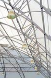 在被装饰的结构临时织品圆顶的金黄聚光灯 库存图片