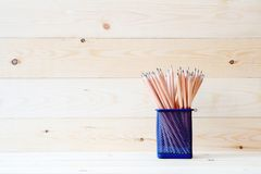 在被隔绝的篮子的石墨铅笔 库存照片