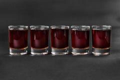 在被隔绝的黑背景的夏天鸡尾酒 库存图片
