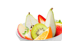 在被隔绝的一个白色碗的新鲜水果 图库摄影