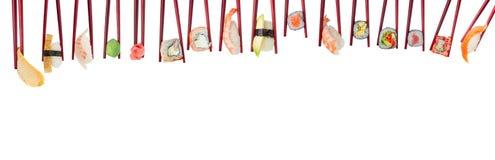 在被隔绝的木红色筷子的寿司集合 免版税库存图片