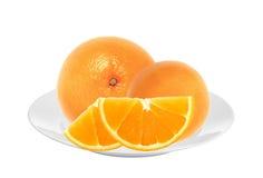 在被隔绝的白色板材的甜橙 免版税库存照片