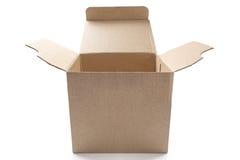 在被隔绝的白色背景的大开放纸板箱与阴影 免版税库存照片