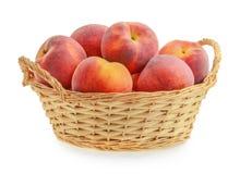 在被隔绝的篮子的桃子 免版税库存图片
