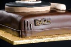 在被隔绝的黑背景的蛋糕 库存图片