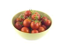 在被隔绝的绿色碗特写镜头的成熟蕃茄 库存图片