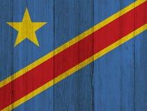 在被风化的木头的一面土气老刚果旗子 库存图片
