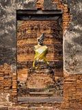 在被破坏的寺庙,阿尤特拉利夫雷斯,泰国的古老菩萨雕象 免版税库存图片