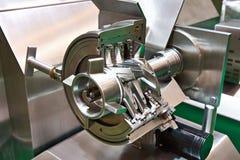 在裁减的工业绞肉机 图库摄影