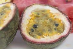 在裁减的热带水果 免版税库存照片