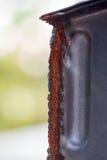在裁减钢的边缘的红色铁锈 免版税库存照片