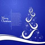 在装饰蓝色背景的圣诞树 库存图片