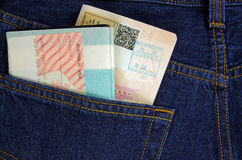在裤子口袋的两本护照 免版税库存图片