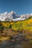 在褐红的响铃的秋天 库存图片
