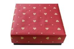 在褐色包裹的礼物盒回收了在白色背景有红色被绘的心脏顶视图隔绝的纸,包括的裁减路线 库存照片