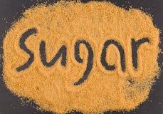 在褐色砂糖写的词糖 库存图片