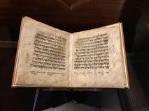 在西伯来羊皮纸的西伯来祈祷书 免版税库存照片