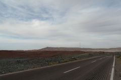 在西奈沙漠离开路在埃及 免版税图库摄影