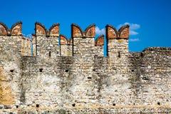 在西尔苗内的古城墙壁 免版税库存图片