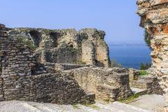 在西尔苗内附近的罗马废墟。 库存照片