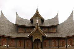 在西方苏门答腊海岛上的印度尼西亚传统房子 免版税图库摄影