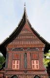 在西方苏门答腊海岛上的印度尼西亚传统房子 免版税库存图片